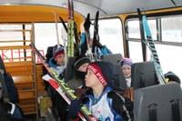 3 марта Шелопугино встречало гостей из разных уголков нашего края – на лыжной трассе в районе РЭС в этот день состоялись традиционные соревнования по лыжным гонкам «Шелопугинская лыжня».  История шелопугинского лыжного марафона берет начало в далеком 1975 году. Именно с этого года марафон стал проводиться ежегодно с 24 по 28 марта. Дистанция соревнований в разные годы варьировалась от 11 до 54 км. Принимали участие в марафоне сильнейшие спортсмены Читинской области и других регионов нашей страны.  2018 год юбилейный для гонок – ровно 10 лет прошло с того момента, как соревнования по лыжным гонкам были возобновлены, ровно 10 лет назад началась новая история развития Шелопугинского лыжного марафона.  В 2018 году на старт «Шелопугинской лыжни» вышли 175 человек из Читы, Сретенска, Нерчинского Завода, п. г. т. Кокуй. Также в гонках приняли участие лыжники из Агинского и Шелопугинского районов. Последний был представлен командами лыжников из сельских поселений «Шивиинское», «Глинянское», «Копунское» и «Шелопугинское».  Парад открытия юбилейных лыжных гонок начался с построения всех участников. С приветственным словом на торжественном открытии выступили глава муниципального района «Шелопугинский район» В. В. Балагуров, а также главный судья соревнований – М. Н. Губкин. Капитанам команд досталось почетное право под звуки Государственного гимна поднять флаг Российской Федерации.  Спортсмены состязались по 9 возрастным группам – от лыжников 2009 года рождения и младше до ветеранов старше 50 лет в трех категориях (мальчики-девочки, юноши-девушки, мужчины-женщины) и на разные дистанции, в зависимости от возраста.  Первыми на старт вышли юные спортсмены - лыжники 2009 г. р. и младше. Здесь не было равных спортсменам из нашего района: среди девочек первое место заняла Столярова Анастасия, второе - Быкова Екатерина, среди мальчиков победу одержал Добрынин Никита, в числе призеров Шишмарев Сергей и Березин Кирилл, который поделил третье место с Галятиным Егором из Читы. В возрастн